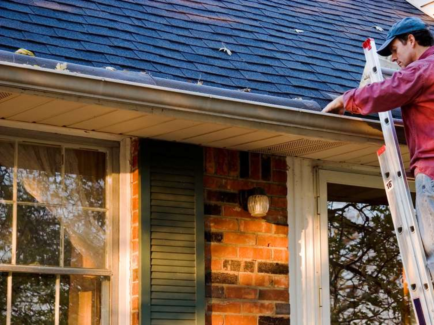 5 signs you probably need gutter repair services